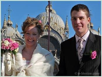 Justine et David Lemaire sur la Place Saint-Marc lors de leur mariage à Venise.
