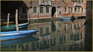 Vidéos du sestier de Santa Croce à Venise.
