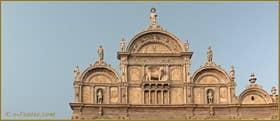 Détail de la façade de la Scuola Grande San Marco, sur le Campo de San Giovanni e Paolo, dans le Sestier du Castello à Venise.