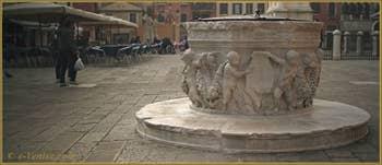 Le puits du XVIe siècle, aux armes de la famille Corner, du Campo San Giovanni e Paolo, dans le Sestier du Castello à Venise.