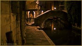 Le pont, le Sotoporego et la Fondamenta Widmann, sur le rio du même nom, dans le Sestier du Cannaregio à Venise.