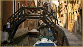 Petit pont privé sur le rio di San Stae, dans le Sestier de Santa Croce à Venise