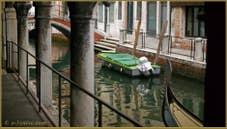 Le rio de San Felice vu depuis le Sotoportego del Tagiapiera, au fond, le pont Ubaldo Belli, dans le Sestier du Cannaregio à Venise.