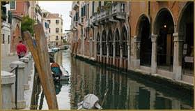 A gauche la Fondamenta San Felice et à droite le Sotoportego del Tagiapiera, dans le Sestier du Cannaregio à Venise