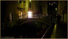 Le pont de le Erbe, sur le rio de la Panada, dans le Sestier du Cannaregio à Venise