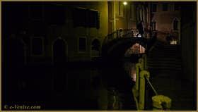 Le pont de l'Anzolo, sur le rio de San Zulian, frontière entre le Sestier de San Marco et du Castello à Venise