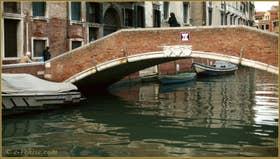 Le pont dei Foscarini, sur le rio de Santa Margarita, dans le Sestier du Dorsoduro à Venise