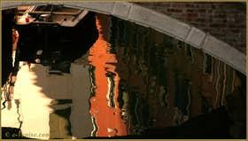 Reflets sur le rio de Santa Maria Formosa, dans le Sestier du Castello à Venise