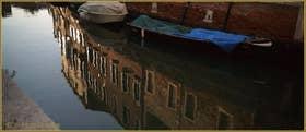 Reflets sur le rio de l'Anzolo Rafael, dans le Sestier du Dorsoduro à Venise