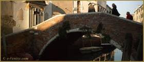 Le pont de l'Anzolo, dans le Sestier du Dorsoduro à Venise