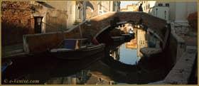 Le pont de l'Anzolo, sur le rio de l'Anzolo Rafael, dans le Sestier du Dorsoduro à Venise