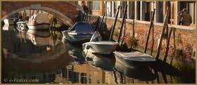 Reflets sur le rio de l'Anzolo Rafael, sous le pont de la Piova, dans le Sestier du Dorsoduro à Venise