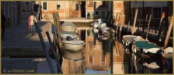 Le rio de le Terese et au fond, la Fondamenta de l'Arzere, dans le Sestier du Dorsoduro à Venise.