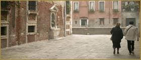 Le Campiello Sant'Antonio avec sa niche votive, sur le mur du palazzo Zen, dans le Sestier du Cannaregio à Venise