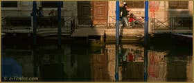 Reflets sur le rio dei Servi, dans le Sestier du Cannaregio à Venise