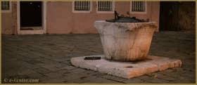 Le Campo de le Gorne et son puits en pierre d'Istrie, datant du XIVe siècle, dans le Sestier du Castello à Venise