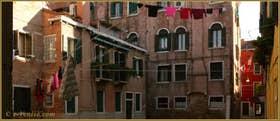 Lessive et réseau de fils à linge plutôt dense, Corte Prima Coltrera, dans le Sestier du Castello à Venise