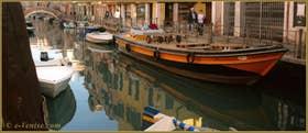 Reflets sur le rio de Santa Anna, le long de la Fondamenta du même nom, dans le Sestier du Castello à Venise