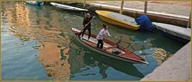 Sandolo sur le rio de la Madona de l'Orto, dans le Sestier du Cannaregio à Venise