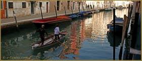 Sandolo sur le rio de la Madona de l'Orto, dans le Sestier du Cannaregio à Venise.