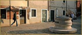 Le Campo dei Mori et son puits du XVIIe, début du XVIIIe siècle, dans le Sestier du Cannaregio à Venise