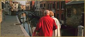 La Fondamenta et le pont dei Mori, sur le rio de la Sensa, dans le Sestier du Cannaregio à Venise.