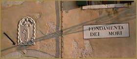 Blason du XIVe siècle, sur la Ca' Orso (ours), dans le Sestier du Cannaregio à Venise