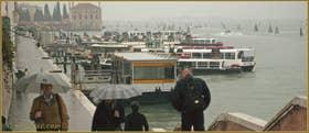 Sous la pluie sur le pont Dona', sur les Fondamente Nove, dans le Sestier du Cannaregio à Venise