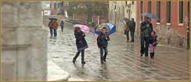 Sous la pluie Campo dei Gesuiti, dans le Sestier du Cannaregio à Venise