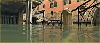 Acqua Alta Venise - La Fondamenta Morosini et le rio dei Bareteri, dans le Sestier de Saint-Marc à Venise.
