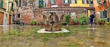 Acqua Alta Venise - La Corte Rota et son puits, dans le Sestier du Castello à Venise.