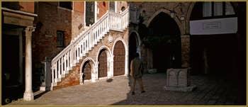 Le Campiello del Remer et son puits, dans le Sestier du Cannaregio à Venise.