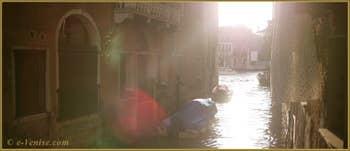 Le rio de la Madalena avec, au fond, le Grand Canal de Venise.