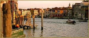 Lumière du soir sur le Grand Canal de Venise.