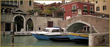 Vus depuis le Campo San Giovanni e Paolo, le rio dei Mendicanti et le pont Cavallo, frontières entre les Sestieri du Cannaregio et du Castello à Venise.