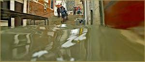 Acqua Alta Venise: La calle Larga Giacinto Gallina transformée en piscine, dans le Sestier du Cannaregio à Venise.