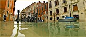 Acqua Alta Venise: Le rio et la Fondamenta San Severo, impossible à distinguer l'un de l'autre ! Dans le Sestier du Castello à Venise.