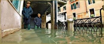 Acqua Alta Venise: La Fondamenta Morosini, l'un des points les plus bas à Venise, dans le Sestier de Saint-Marc à Venise.