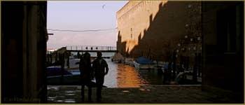 Le Bacinetto de la Celestia, sur le Riello de l'Arsenale, au fond, la lagune nord de Venise, dans le Sestier du Castello à Venise.
