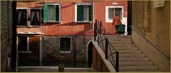 Le pont de la Scoazzera, sur le rio dei Scudi Santa Ternita, dans le Sestier du Castello à Venise.
