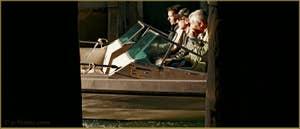 Trio en bateau sur le rio dei Scudi Santa Ternita, dans le Sestier du Castello à Venise.