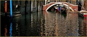 Le rio et le pont de la Fava, à gauche le Sestier de San Marco, et à droite, celui du Castello à Venise.