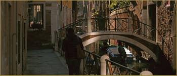 La Fondamenta Pesaro, le long du rio de la Pergola-Pesaro et le pont del Forno, dans le Sestier de Santa Croce à Venise.