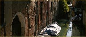 Le rio de la Pergola-Pesaro, dans le Sestier de Santa Croce à Venise.