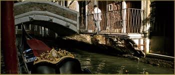 Le pont de le Acque sur le rio dei Bareteri, dans le Sestier de Saint-Marc à Venise.