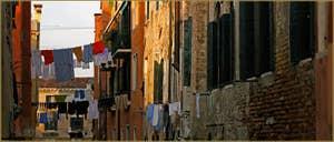 Lessive vénitienne au-dessus du rio de le Torete, dans le Sestier du Cannaregio à Venise.