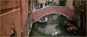 Le pont Pasqualigo, sur le rio de Ca' Widmann, dans le Sestier du Cannaregio à Venise.
