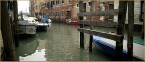 Le rio de la Panada, vu du rio tera' dei Biri o del Parsemolo, dans le Sestier du Cannaregio à Venise.
