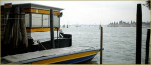 Arrêt de vaporetto sur les Fondamente Nove, dans le Sestier du Cannaregio à Venise.