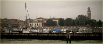 La Sacca de la Misericordia, au fond, le Campanile de la Madonna de l'Orto, dans le Sestier du Cannaregio à Venise.